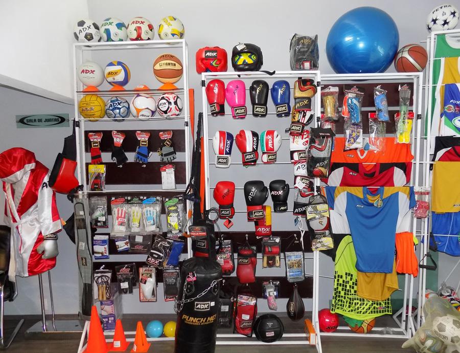 Ofreciendo así una extensa gama de productos con tecnología especializada  en la protección y comodidad de los atletas de diversos deportes tales como  Futbol ... a9e8c97a6a7d1